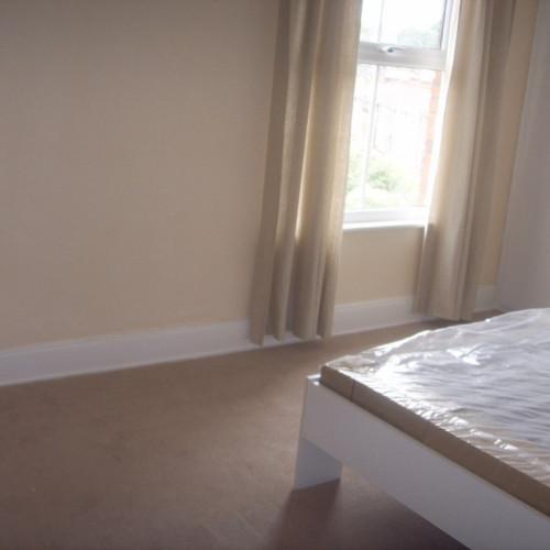 large bedroom4 (2) (Medium)