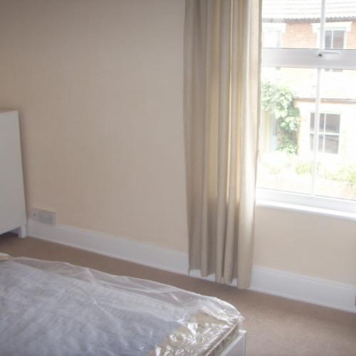 large bedroom6 (2) (Medium)